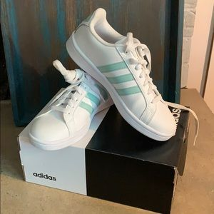adidas Shoes - Adidas tennis shoes